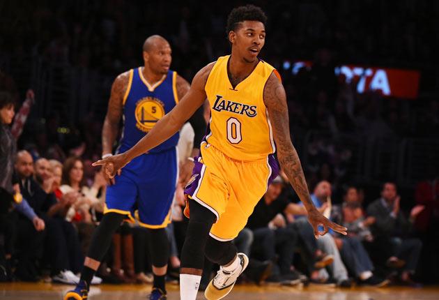 Nick Young Lakers'la Dalga Geçti